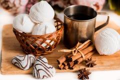 Biscuits faits main de coeur pour le jour de valentines Images libres de droits
