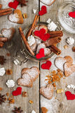 Biscuits faits main de coeur pour le Saint Valentin Photo stock