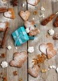 Biscuits faits main de coeur pour le Saint Valentin Photographie stock