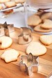 Biscuits faits maison avec des formes Photos stock