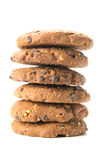 Biscuits faits maison avec des morceaux de vrais chocolat et noisettes Image stock