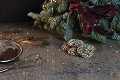 Biscuits faits maison avec les graines de sésame pour l'époque de Noël images libres de droits