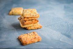 Biscuits faits maison d'avoine avec des graines de tournesol Copiez l'espace photo libre de droits