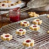 Biscuits faits maison de Linzer Photographie stock libre de droits