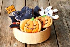 Biscuits faits maison de pain d'épice de Halloween image stock