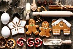 Biscuits faits maison de pain d'épice de Noël Images stock