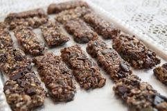 Biscuits faits maison sur la table Photos libres de droits