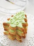 Biscuits formés d'arbre de Noël photographie stock libre de droits