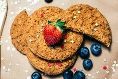 Biscuits mi-doux d'avoine savoureuse Photographie stock libre de droits