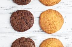 Biscuits noirs et blancs doux Photographie stock