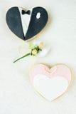 Biscuits nuptiales et amandes sucrées Photographie stock libre de droits