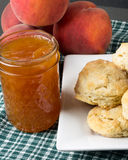 Biscuits with peach jelly and peaches Royalty Free Stock Photos