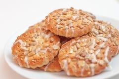 Biscuits ronds avec le tournesol et les graines de sésame, petite profondeur de fi Image stock