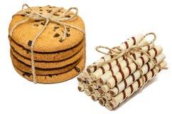 Biscuits ronds et petits pains doux en isolation Photo libre de droits