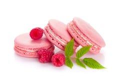 Biscuits roses de macaron de framboise Photographie stock