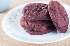 Biscuits rouges de velours Photographie stock