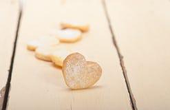 Biscuits sablés en forme de coeur de valentine Images libres de droits