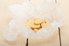 Biscuits sablés en forme de coeur de valentine Photo stock