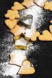 Biscuits sablés faits maison et sucre en poudre Photo libre de droits