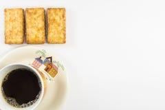 Biscuits salés avec du café Photos stock