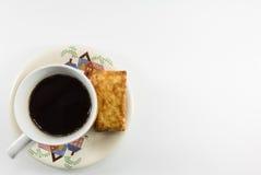Biscuits salés avec du café Images stock