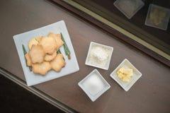 Biscuits savoureux pour le thé d'après-midi - biscuits sablés écossais faits maison traditionnels faits avec du beurre, la farine images stock