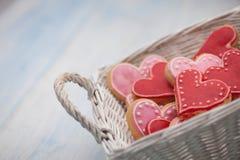 Biscuits sous forme de coeurs le jour du ` s de Valentine Photo libre de droits
