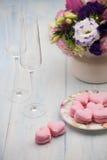 Biscuits sous forme de coeurs le jour du ` s de Valentine Photo stock