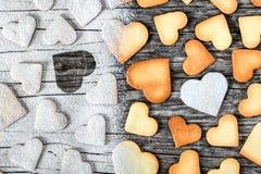 Biscuits sous forme de coeurs, vue supérieure Image stock