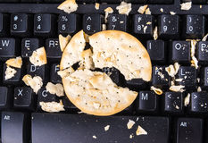Biscuits sur le clavier Photographie stock