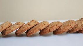 Biscuits sur le fond blanc banque de vidéos