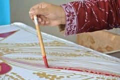 Biselaje del batik de Malasia o tulis tradicionales del batik Imagenes de archivo