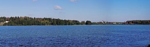 Biserovo湖Panormic视图  免版税库存图片
