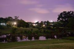 Bishan parkerar på natten Arkivfoton