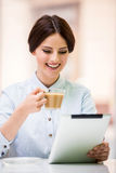 Bisinesswoman with tablet Royalty Free Stock Photography