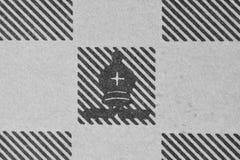 Biskop på ett schackdiagram Royaltyfri Bild