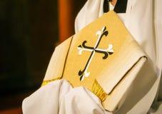 Biskops mitra Arkivbild