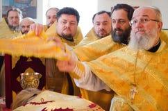 Biskops- service i den ortodoxa kyrkan i staden av Gomel Biskop Stephen Arkivbilder