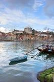 Biskopslott och Rabelo fartyg, Porto arkivfoto