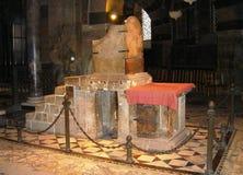 Biskopsstol av Charlemagne i Aachen - Arkivfoto