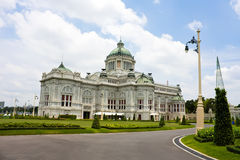 biskopsstol för anantakorridorsamakhom Royaltyfri Foto
