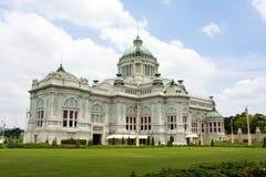 biskopsstol för samakhom för anantabangkok korridor Royaltyfria Foton