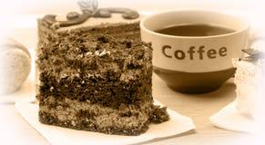 Biskuit backt mit Kaffee zusammen lizenzfreie stockfotos