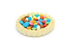Biskuit mit farbiger Schokoladensüßigkeit und -gelee lizenzfreies stockbild