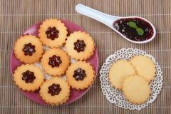 Biskuit mit Marmelade lizenzfreies stockfoto