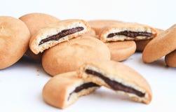 Biskuite füllten mit Schokolade stockfoto