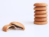 Biskuite füllten mit Schokoladensahne Stockfotografie