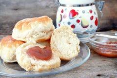 Biskuite und Apple-Butter Stockbilder