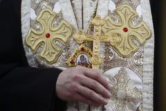 Biskup z krzyżem Obrazy Royalty Free