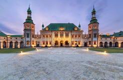 Biskupa ` s pałac po zmierzchu w Kieleckim, Polska zdjęcie royalty free